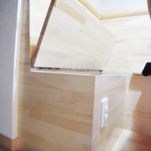 椅子下の隠れた収納スペース