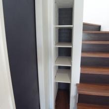 職人からのサプライズ階段収納(棚の調整で掃除機も収納)